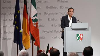 Navid Kermani - Verleihung des NRW-Staatspreis (dpa / Henning Kaiser)