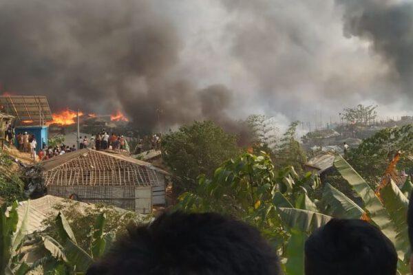 Feuer im Rohingya Camp